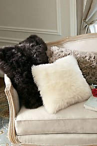 Luxury_Shearling_Pillow
