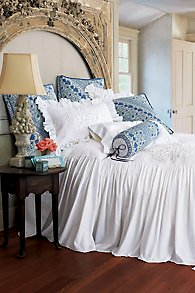 Santorini_Skirted_Coverlet